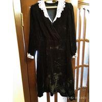Старинное женское платье из чёрного бархата с кружевной отделкой СССР.
