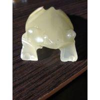 """Маленькая статуэтка"""" Лягушка """"натуральный камень Оникс."""