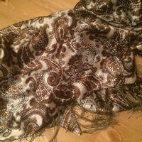 Цветной платок с бахромой, треугольник, размер 95 на 175 см. Отличное состояние.