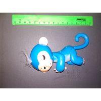 Игрушка Хэппи Милл синяя обезьяна