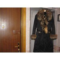 Женское импортное пальто с натуральным мехом (отстегивается)