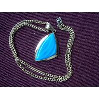 Медальон винтажный в молочно -голубых тонах. Позолота.3х4 ,50 см.