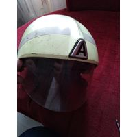 Шлем пожарного фосфорный немецкий