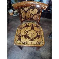 Старинный стул в хорошем состоянии