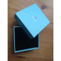 Коробка для украшения, небольшая 8,5 на 9 см. Внутри черный бархат.