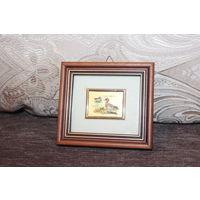 Картина в деревянной рамке, небольшого размера - художественная литография, выполненная на золотой фольге.