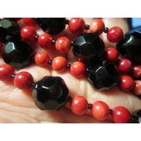 Бусы. Натуральные камни черный агат (оникс) и красный коралл 65 см.
