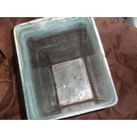 2 стеклянные ёмкости высота49, ширина26, длина21см нужно помыть, раньше использовались для разведения мальков в аквариум, цена за 1
