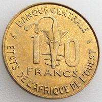Западная Африка, 10 франков 1982 года, KM#10, ФАО, ООН/ золотая гиря, юбилейная