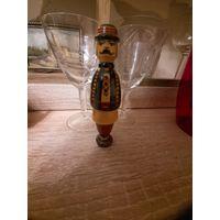 Деревянная фигура из СССР в национальной одежде