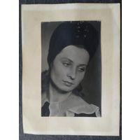 Художественное фото женщины. До 1939? 8х12.5 см
