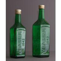 Бутылка зеленая квадратная с надписью, подойдет для оформления интерьера или для других целей, цена за одну