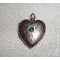 Антикварный кулон под фото в форме сердца., медальон для фотографий. Голова с 875пр., середина ХХ века. Размер: 2,5х2,1см.