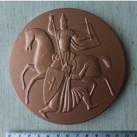 Медаль огромная