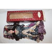 Большая, красивая кукла с фарфоровыми элементами, на подставке, длина 40 см.