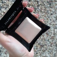 Хайлайтер Illamasqua Beyond Powder в оттенке OMG