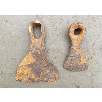 Старинные кованые тяпки-мотыги.