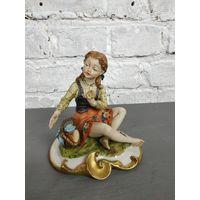 Статуэтка девушка с корзиной фарфоровая статуэтка Capodimonte Италия Бисквит Роспись