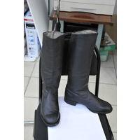 Сапоги  из идеальной ,без морщин,кожи и размера 43-широкие! с готовой профилактикой подошвы и каблука.