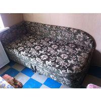 ТВ 2 шт, кресла 2 шт , ж/столик , тахта , композиция барельеф с цветами гипс , ковёр в подарок