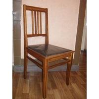 Старый клееный стул.
