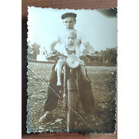 Фото с ребенком на мотоцикле. 8х11 см.