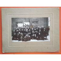 Групповое фото слушателей 1-х курсов пионерских работников. 1930 г. На паспарту. 13х18 см.