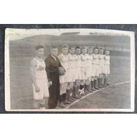 Фото военной футбольной команды. 1945 г. 5.5х8 см