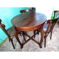 Стол деревянный и 3 деревянных венских стула.  Диаметр стола  74 см. В хорошем состоянии.  Стол крепкий вечный. Один из стульев как новый. Стулья легкие прочные. Продается только все вместе.