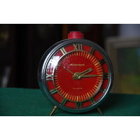 Часы будильник  Янтарь   ( все работает )