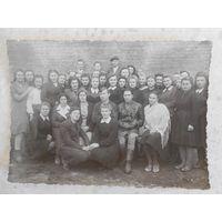 """Фотография, 9-ый """"Б"""" класс, осень 1945 г., г. Пыталово, Псковской обл."""