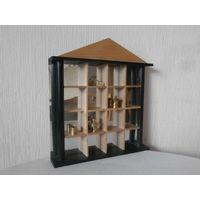 Подставка настенная деревянная с зеркалом для коллекционных фигурок Германия 33 х 36 см.