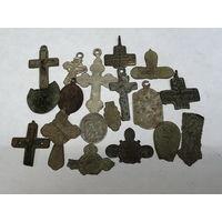 Лот старинных крестиков и образков