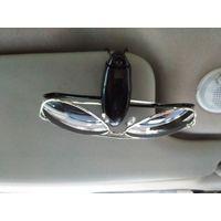 Универсальный держатель очков клипса в авто. Клипса с пластиковыми скобами.