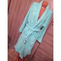 Красивый халат женский на 44-50 размер, нежно бирюзовый цвет, отличного качества. Длина 122 см, длина рукава 54 см, талия в развернутом виде 144 см ( если разложить в открытом виде халат). Халат мяген