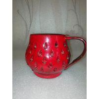 Красный необыкновенный керамический кувшин (кружка, ваза), 10х12 см, диаметр в основании - 7 см.