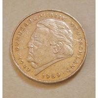 2 марки 1993 года ( G ).