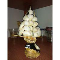 Сувенирный кораблик из ракушек