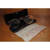 Футляр от старинных очков-30-40-годов 20 века вместе с двумя очками, приблизительно того же периода и с личным рецептом от врача в нагрузку!
