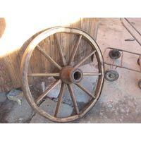 Колесо от старинной телеги