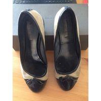 Туфли TOSCA BLU на 38,5-39 размер. Натуральная замша и кожа, очень удобные и мягкие. Длина стельки 25,5 см, небольшой устойчивый каблук 2 см, подойдут на широкую ногу.