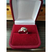 Женское кольцо из металла раздвижное цветной страз.