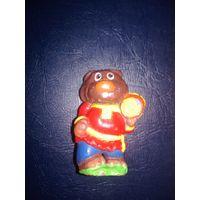 Медведь с бочкой меда