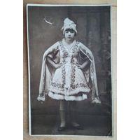 Фото маленькой артистки. 1930 г. 8.5х13 см.
