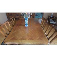Раздвижной стол с шестью стульями