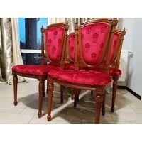 Комплект обеденных стульев