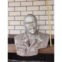 Большой бюст Ленина. Бетон.