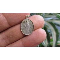 Католический медальон