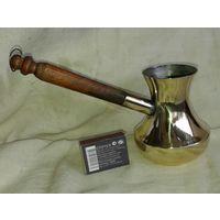Турка или кофеварка латунная для приготовления кофе.