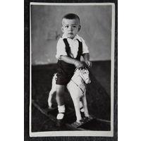 Фото мальчика на деревянной лошадке. 1953 г. 9х14 см